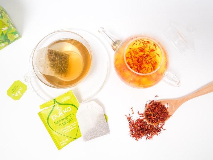 手軽な「ティーバッグ」or本格的な「茶葉」