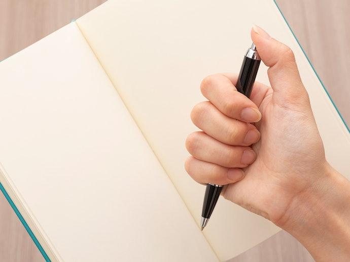 片手で手帳やメモ帳を持ちながら筆記するなら「ノック式」