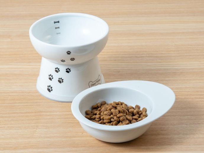 安定感とデザイン性を兼ね備えた陶器製