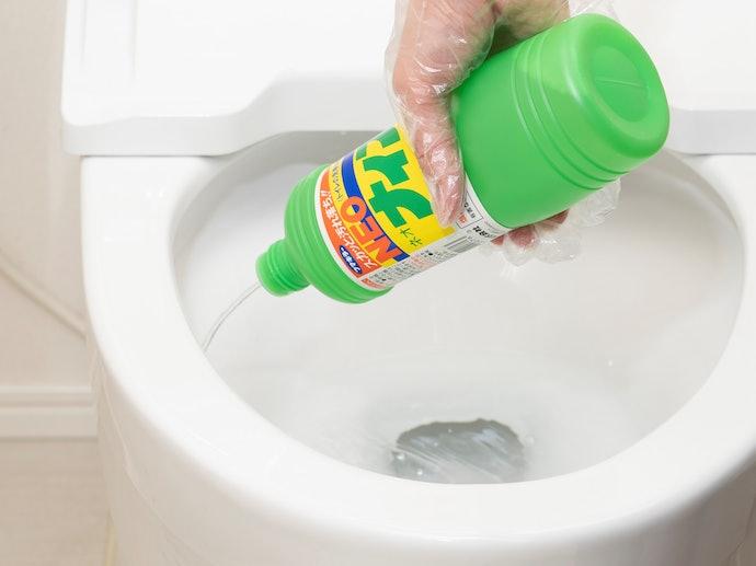 「酸性洗剤」は頑固な尿石を落としたいときに最適