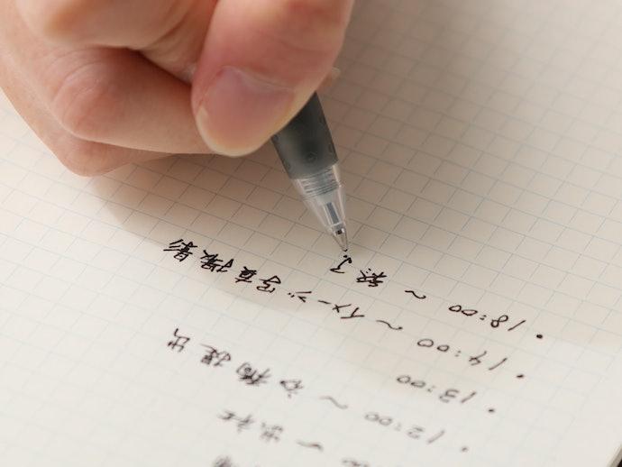 粘性が低く、軽い筆圧で書ける「水性インク」