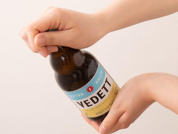 冷やしすぎず、瓶や缶を回してから注ぐのがコツ