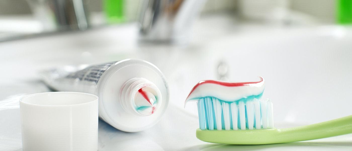 歯科医がおすすめする厳選オーラルケアグッズ10選【目指せ一生健康な歯!】