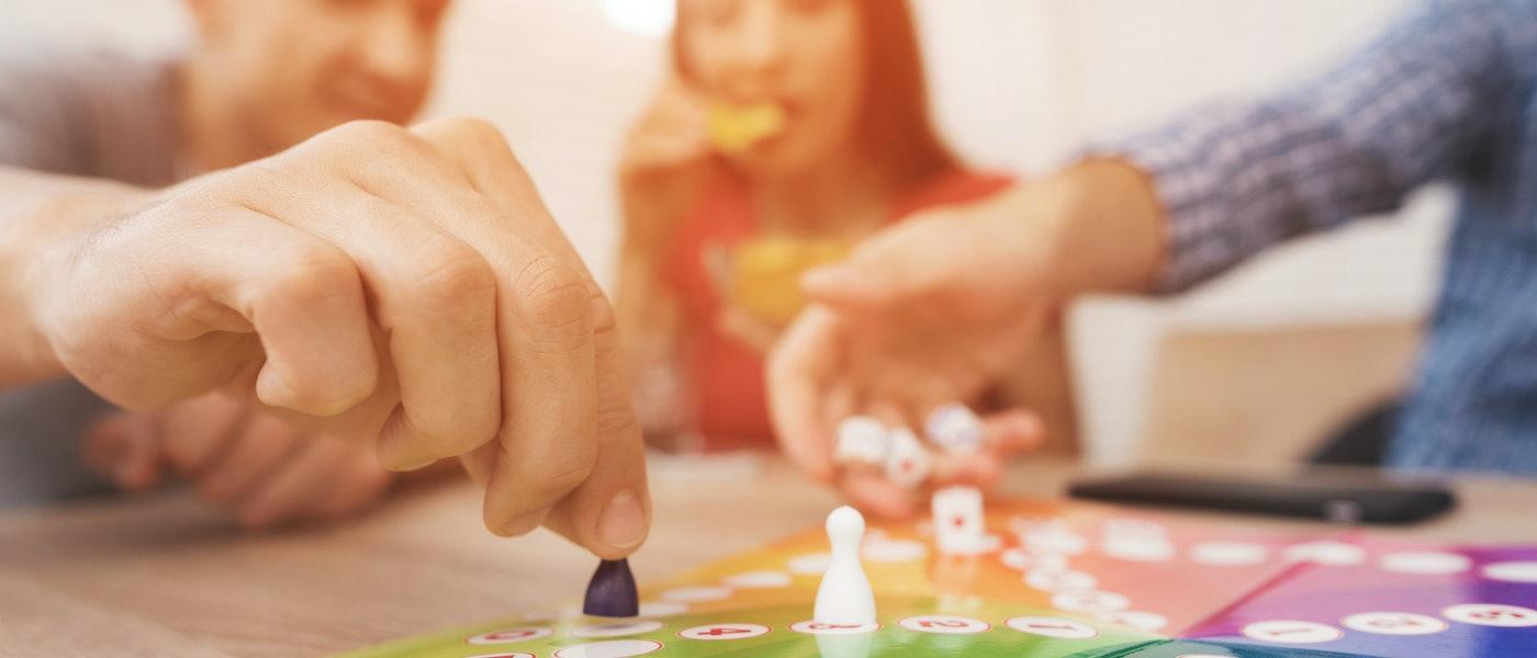 ボードゲーム芸人が愛用!大人と子どもが一緒に楽しめるおすすめ家族向けボードゲーム7選