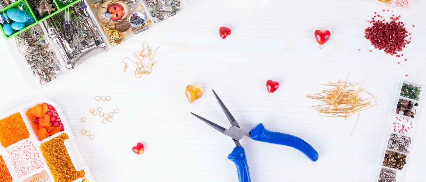 仕上がりに差がつく!ビーズアクセサリー作りに役立つ工具18選【ハンドメイドライターおすすめ】