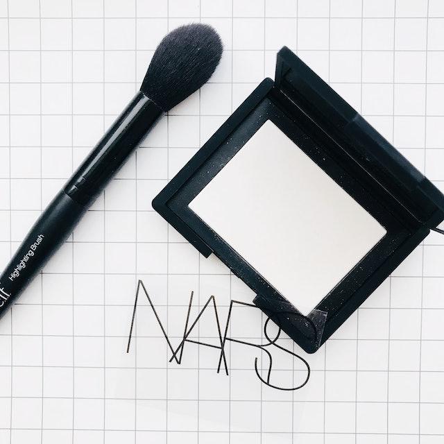 NARS ライト リフレクティング セッティング パウダー プレスト  1枚目