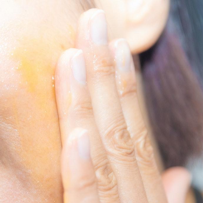 粘度の高いゲルが肌に密着し、摩擦を防ぎながらマッサージしてくれる!
