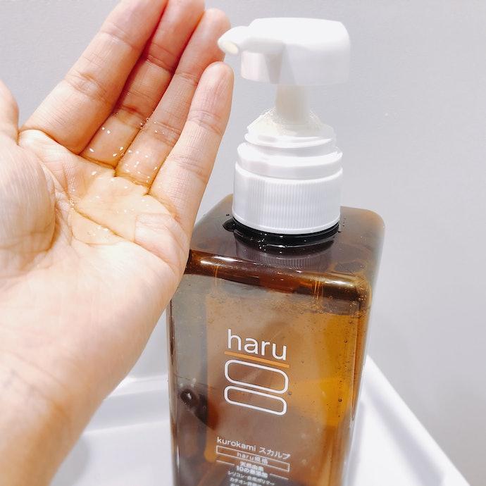 とろみのあるテクスチャでよく泡立つ。すすぎのときも簡単に洗い流せる