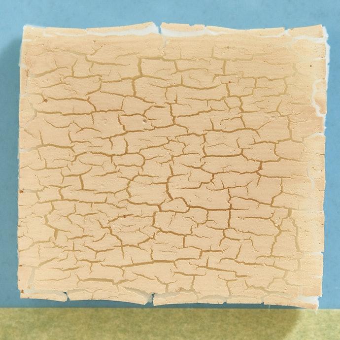 乾燥が気になる。使用前に十分な保湿が必要