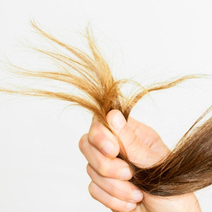 「髪がパサつくようになった気がする」