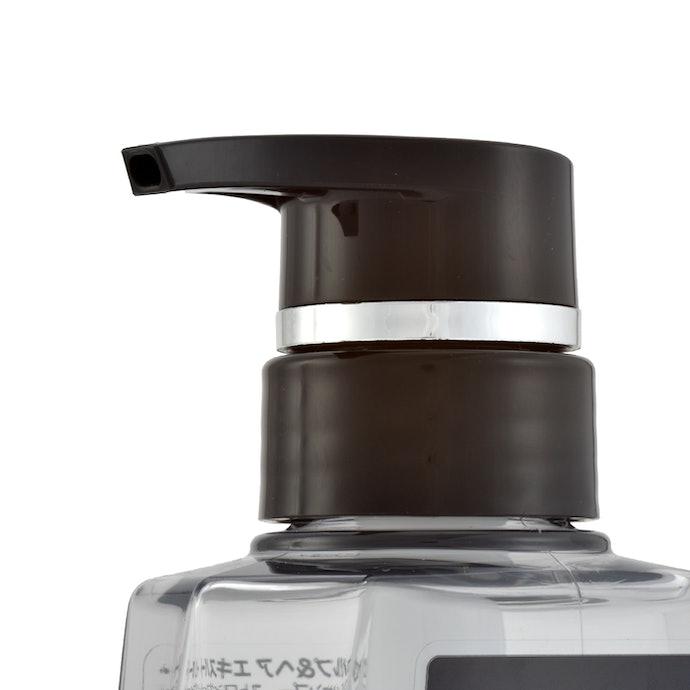 洗浄しながら潤いも補給。CLEAR オールインワンシャンプー ストロングフィールとは?