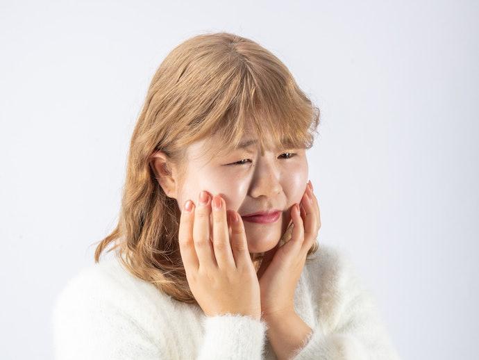 口コミ①:カバー力が弱く、シミや大きな毛穴は隠せない