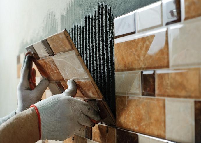 補修・固定には強度を重視。工作には速乾性を優先
