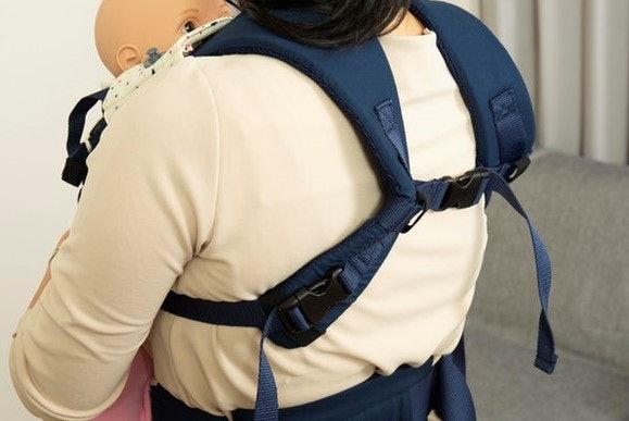 肩紐にクッション性はあるが、大きすぎるため浮いてしまい意味がない