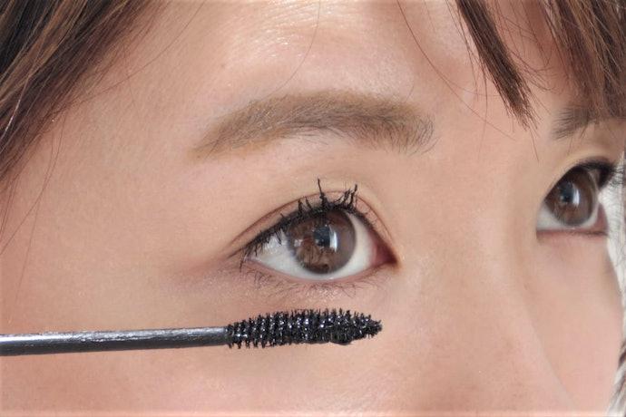 繊維は目に入らないけど、その代わり目頭や下まつ毛に塗りにくい