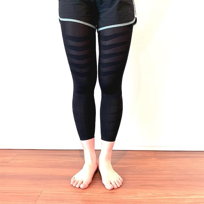締め付けが強いから慣れるまで履くのに時間がかかる…。でも伸縮性のある生地だから伸びきる心配はなし!