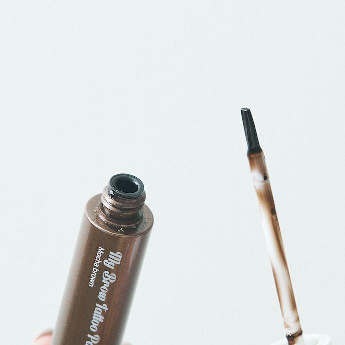 太めの筆が書きやすい!薄付きの色味でナチュラル眉にピッタリ