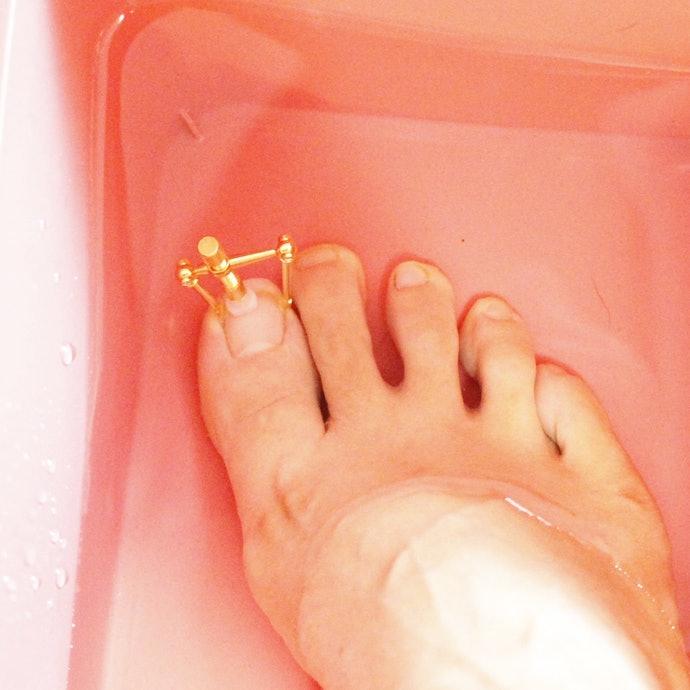 20分ほどお湯に浸けて、爪を柔らかくすることが大事!