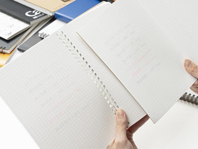 シャープペンと蛍光ペンは裏写りが気にならない。その他のペンは書いてある内容が分かるレベル