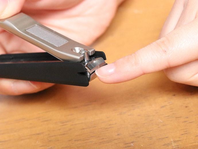 軽い使用感で力いらず。程よい刃先のカーブで爪の両端も切りやすい