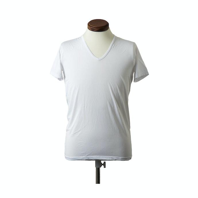 透けにくく、シルクの肌触りで快適なインナー