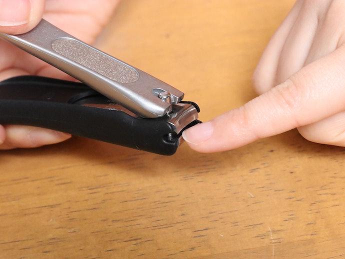 指にフィットして持ちやすいが、やや重くて硬い