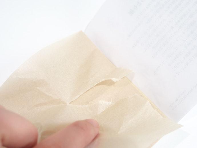 あぶらとり紙を剥すときに一苦労…根元が破れてしまう