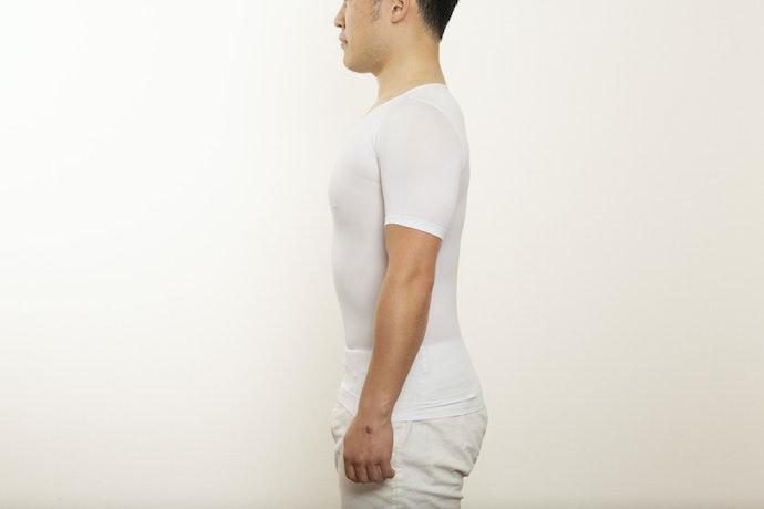 姿勢矯正効果はバッチリ。背中に効いている感覚がある