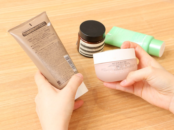 防腐剤や香料が含まれている。敏感肌の人は注意が必要