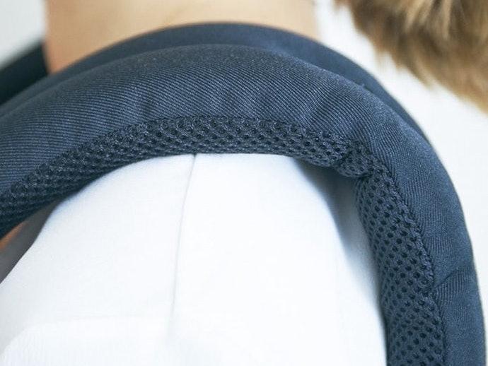 肩ひものクッション性は抜群ながら、小柄な日本人にはフィットしにくい