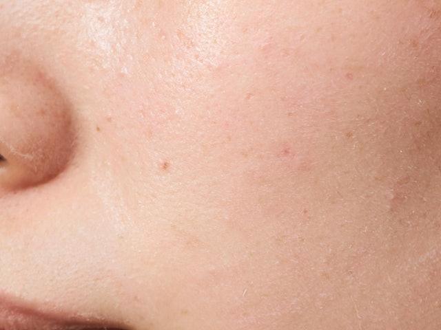 白浮きせず、しっとり透明感のあるツヤ肌に仕上がる!