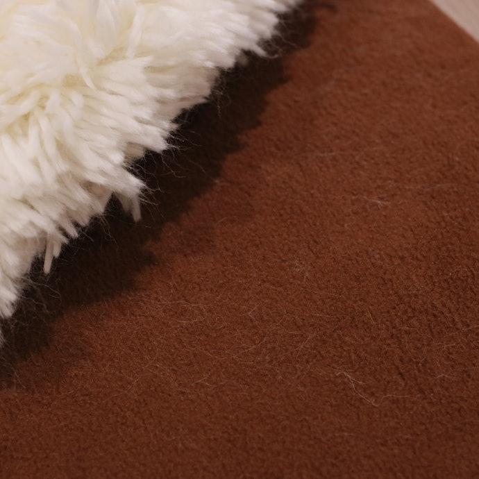 カバーは水が滲みやすく、白い犬の毛は目立ちそう