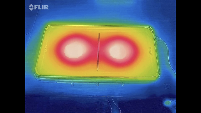IHヒーターの円形に温まる。中心と4隅が温まりに差があるため、焼きムラに心配が