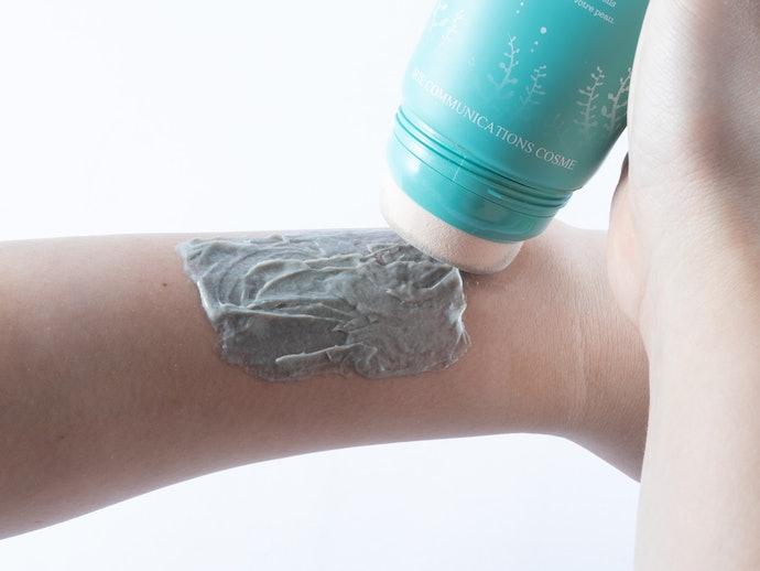 スポンジが意外に塗りにくく粘状の泥が扱いにくい