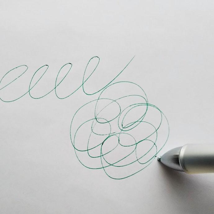 【インク・書き心地に対する口コミ】出だしがかすれるし、緑だけ色が薄い