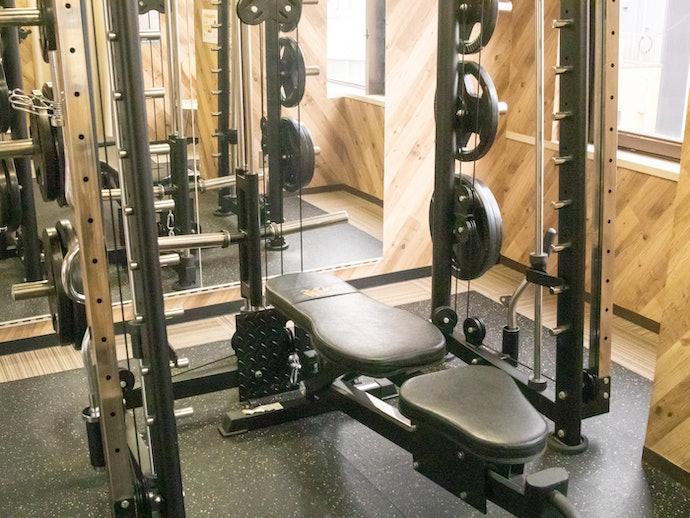 プライバシー対策もバッチリ!オリジナルマシンが豊富なトレーニングルーム