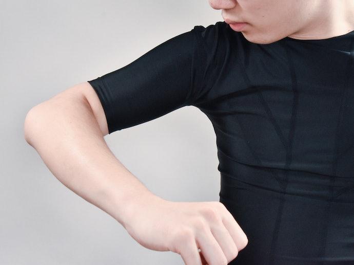 口コミ③:腕周りの締め付けが強すぎる