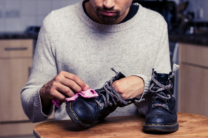 柔らかい布でクリーニング!M&Y 背が高くなるシークレットスニーカーのお手入れ方法