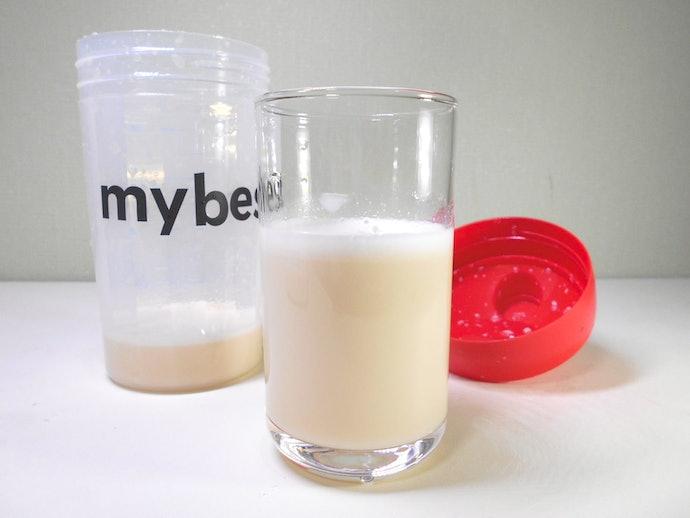 プレーン味は水なら大体溶けるが、牛乳では少量のダマが残ってドロッとする