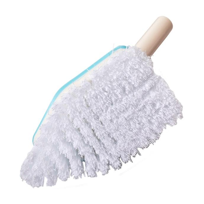 伸びる柄で天井も楽にお掃除。ニトリ 伸縮バスブラシとは?