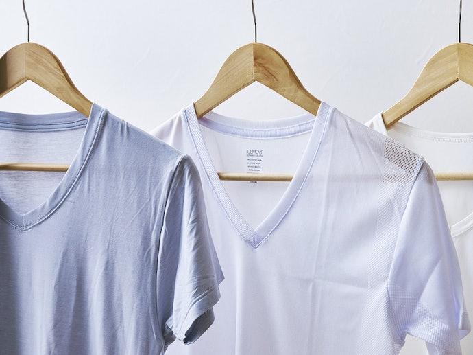 ビジネスウエアのアンダーにもさりげなくカラーシャツを選んで、NY流に着こなす!