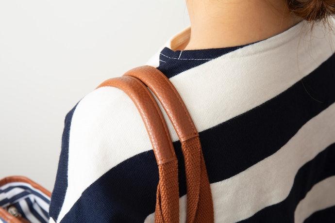 ストラップが細くて肩に食い込む。ロングストラップの長さが調整できるのは◎