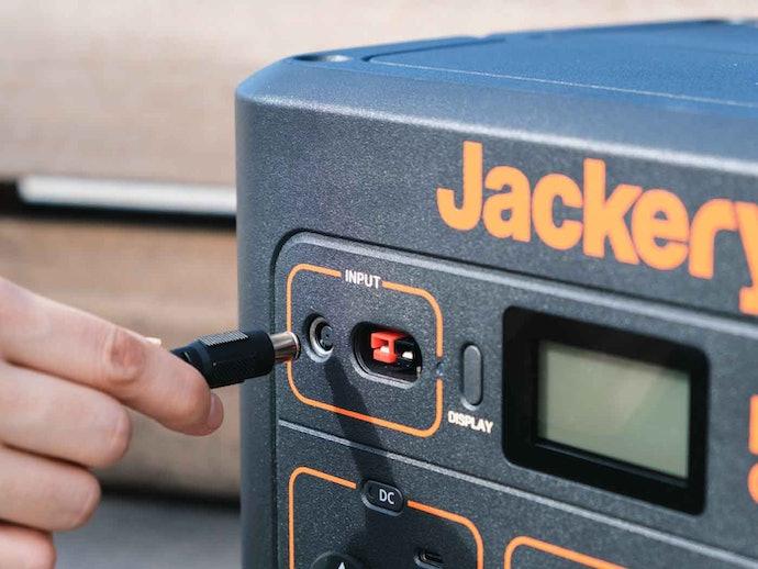 【使用感に対する口コミ】重たそう。充電しながら給電はできない?