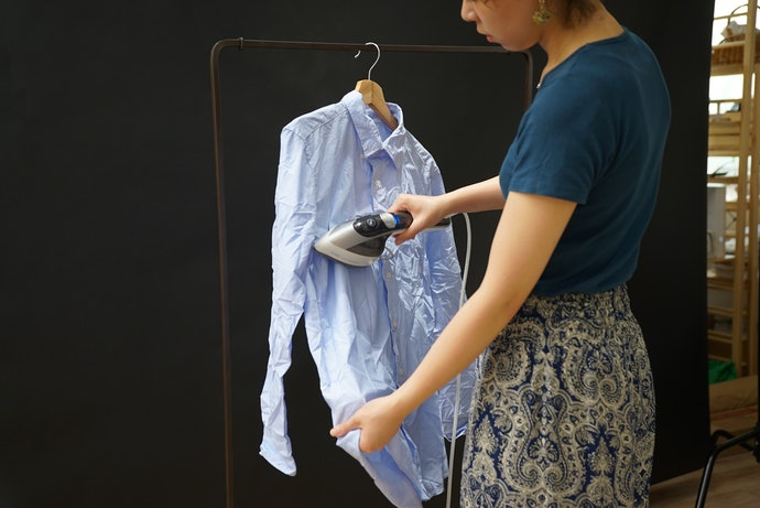 衣類スチーマーとアイロンの2WAYタイプで便利
