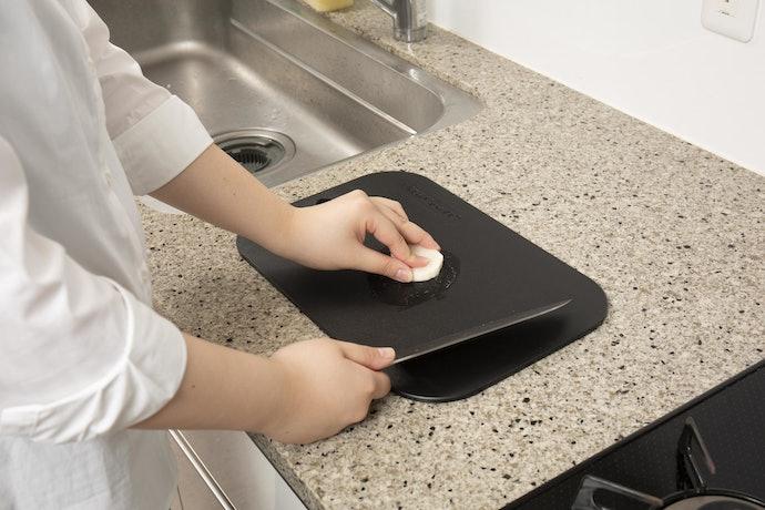 口コミ①:まな板や食材が滑ってしまって切りにくい
