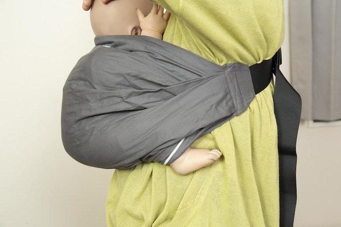 新生児期から正しい姿勢で抱っこできる設計