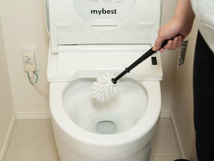握りやすく、水ハネもない!ふち裏まで掃除しやすい