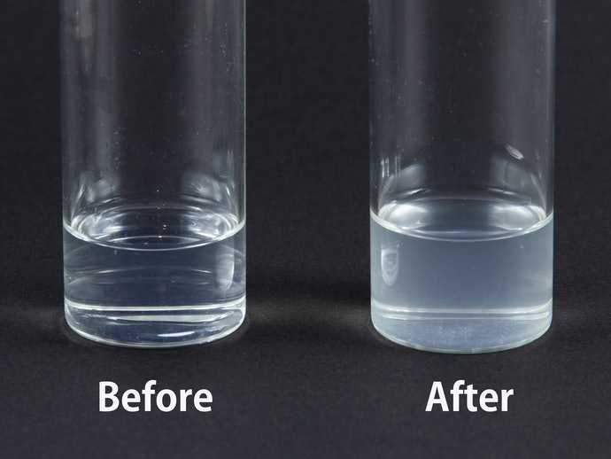 液体が白っぽく変化!毛穴の汚れを洗い流す