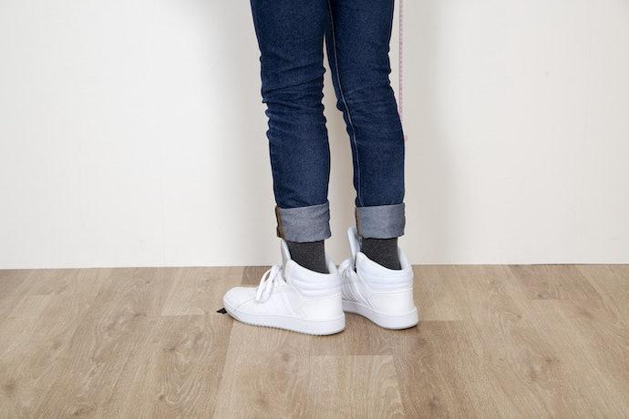 靴を履いた状態だと違和感ないが、靴を脱いだ瞬間にバレる