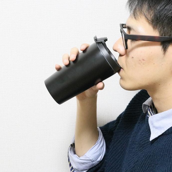 飲み口のフィット感がよく飲みやすい。本体が滑りやすいのが惜しい点